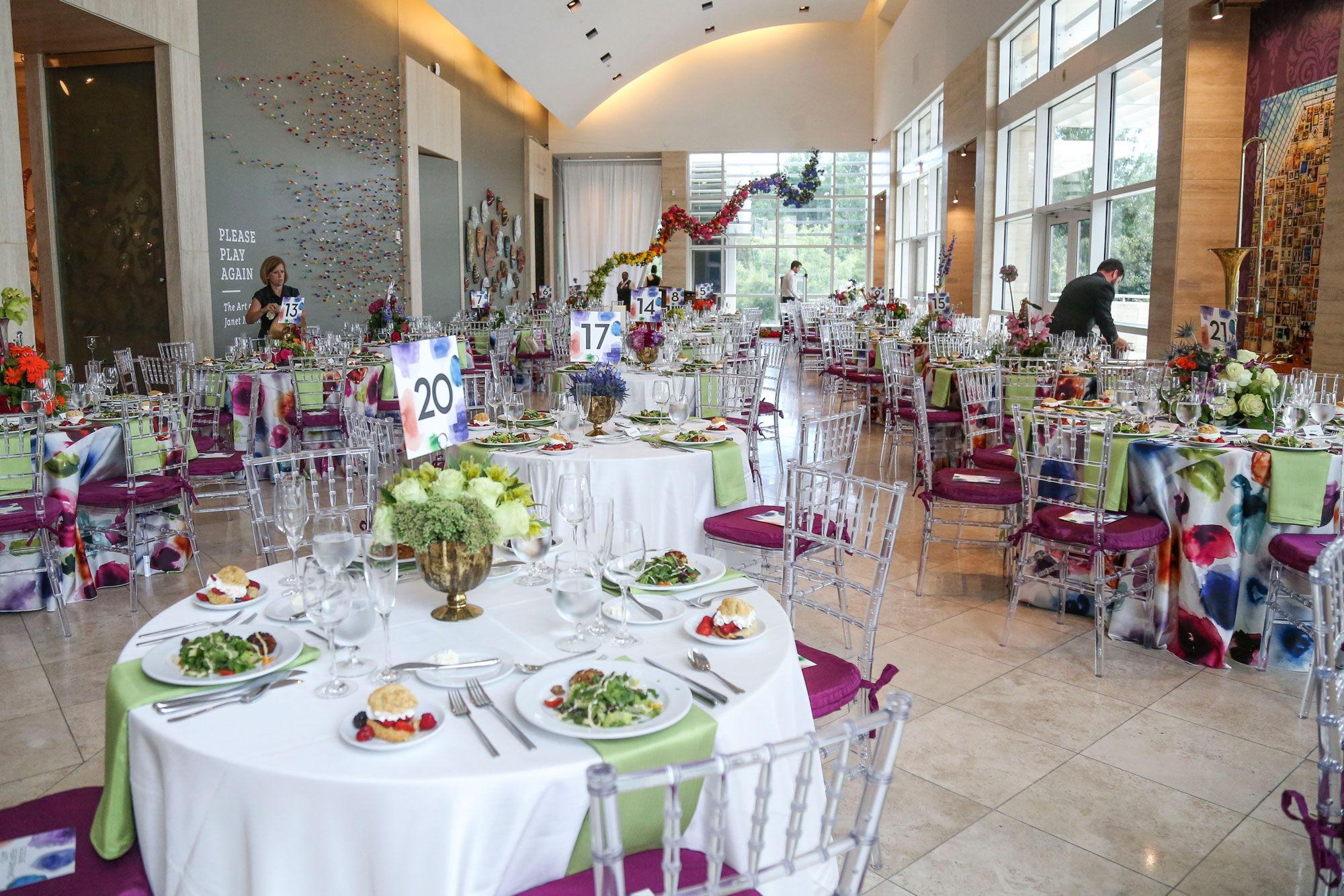 A formal dinner in the Grand Gallery